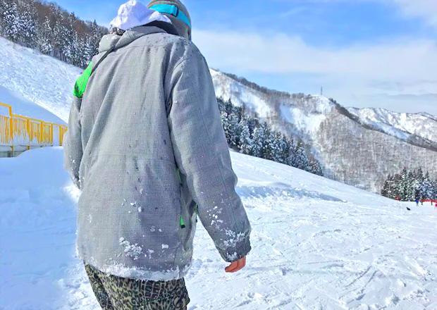 オフショット:新潟県、神立高原スキー場ゲレンデにて、スノボー