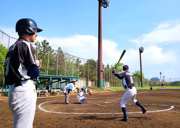 オフショット:東京都内、野球場にて(背番号8番)
